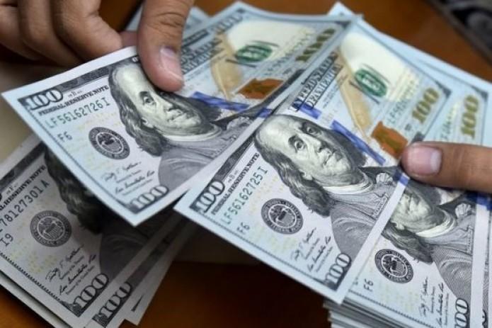В 2018 году физические лица продали банкам $2,7 млрд. валюты