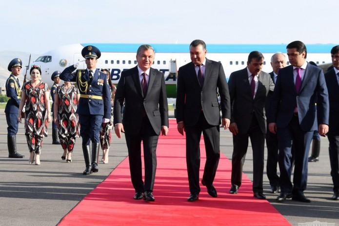 Президент Шавкат Мирзиёев прибыл в Душанбе