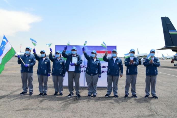 Узбекских врачей, которые вернулись из Таджикистана, наградили нагрудным знаком «Отличник здравоохранения Республики Узбекистан»