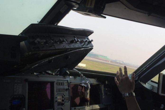 ВКитайской народной республике всамолёте вовремя полёта разбилось ветровое стекло