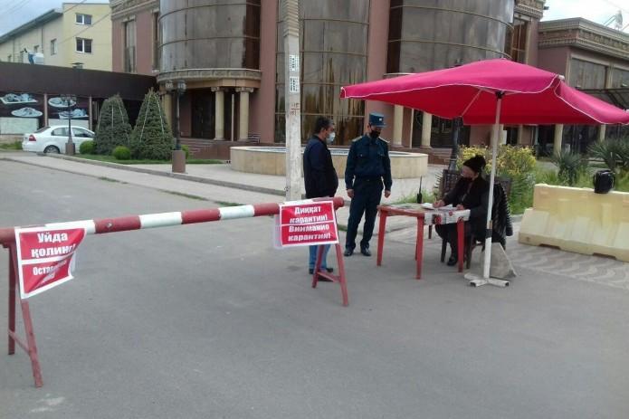 Все въезды и выезды в «красные» махалли Ташкента закрываются