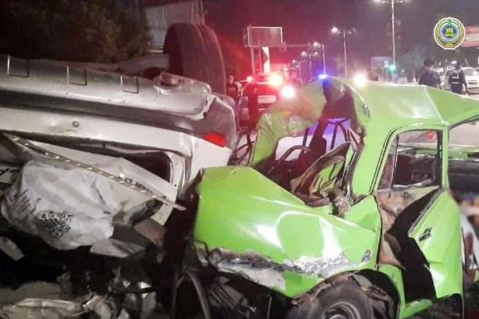 В Ташкенте пьяный парень на Captiva врезался в две машины: один человек погиб