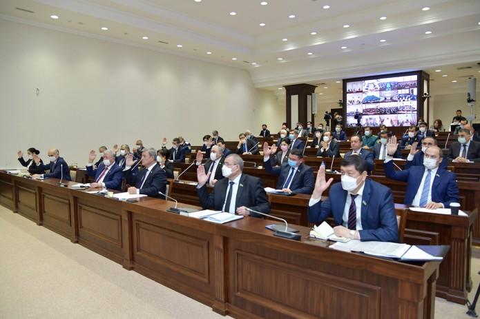 Сенат Узбекистана одобрил внесение изменений в Конституцию