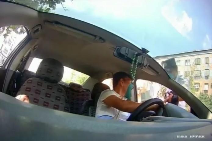 Инспектор ДПС назвал водителя «писарем» и «терпилой». В ГУВД прокомментировали ситуацию