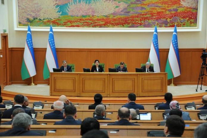Сенат Узбекистана одобрил новую редакцию закона о гражданстве