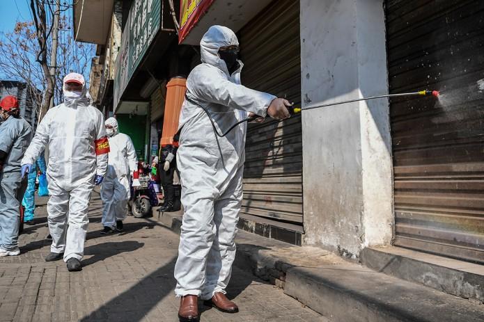 Коронавирус: ВОЗ дала ему название, чиновников в Китае увольняют за проколы