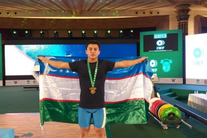 Тяжелоатлет Диербек Эрматов стал золотым медалистом на ЧМ