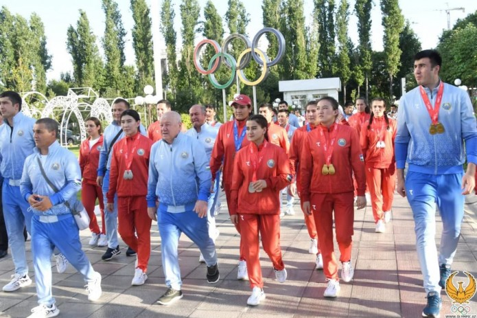 Сборная Узбекистана по боксу вернулась на Родину с победой
