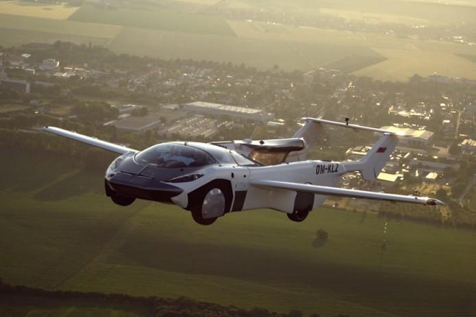 Летающий автомобиль AirCar совершил первый междугородний полет в Словакии