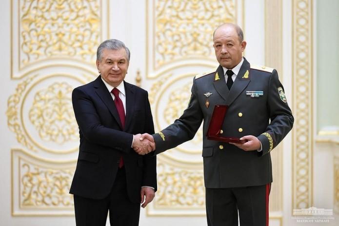Президент вручил ордена и медали группе военнослужащих и сотрудников правоохранительных органов