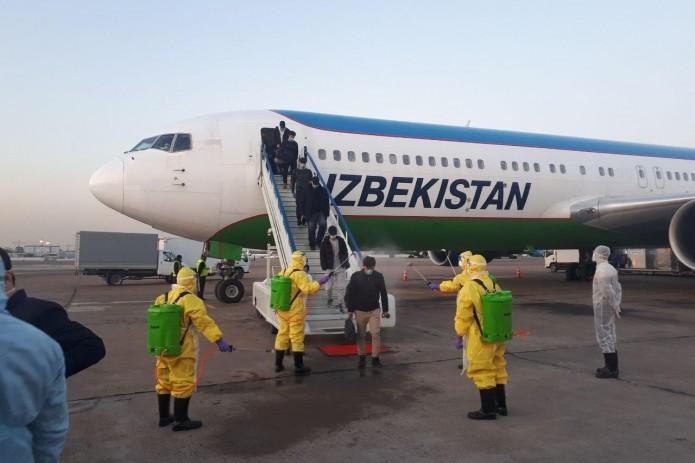 В Ташкенте приземлился первый самолет с пассажирами из Пекина на борту