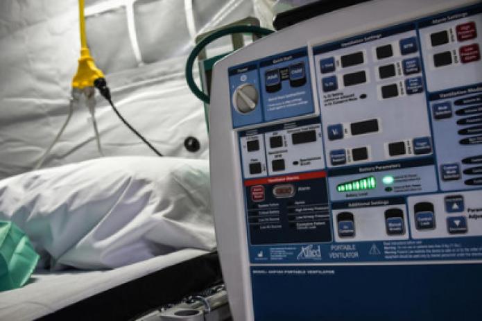 Каждые 15 секунд в мире умирает один пациент с COVID-19