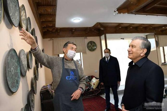 Шавкат Мирзиёев посетил Международный центр керамики в Риштанском районе