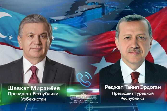 Президенты Узбекистана и Турции обсудили вопросы предстоящей встречи