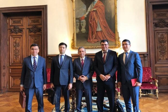 Aziz Abdukhakimov holds talks with rector of Paris Academy