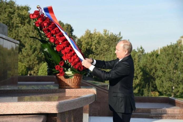 Владимир Путин возложил цветы к монументу Независимости и гуманизма