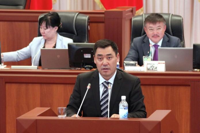 Кыргызстан: премьером избран Садыр Жапаров, экс-президент Алмазбек Атамбаев задержан