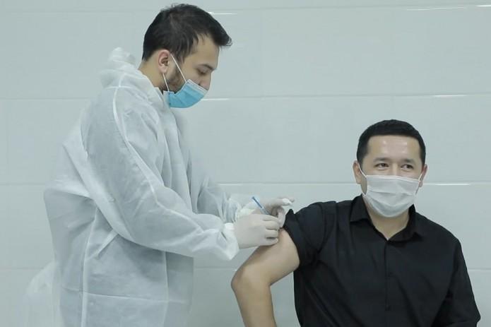 1099 узбекистанцев приняли участие в испытаниях китайской вакцины