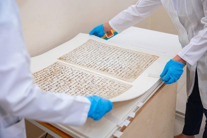 Реставраторы из Лувра восстанавливают Катталангарский Коран VIII века н.э