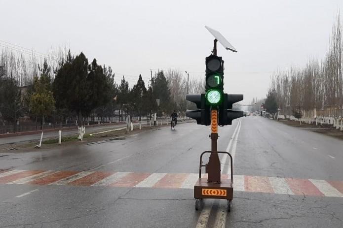 В Ферганской области начали использовать переносные светофоры
