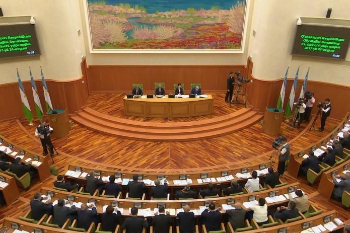 Алмазбек Атамбаев с национальным визитом прибыл вУзбекистан
