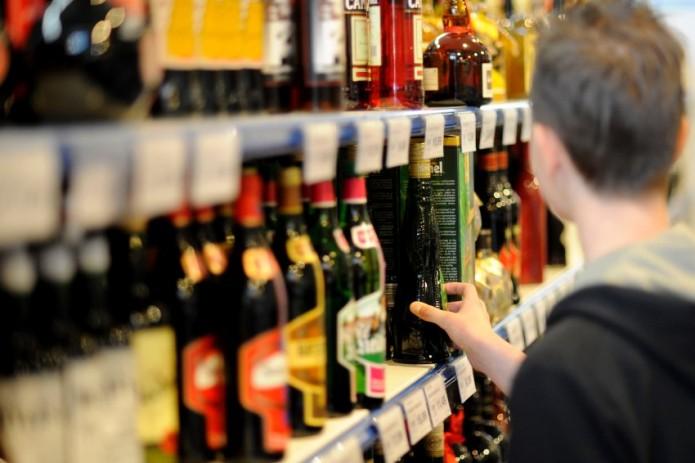 Алкоголь и сигареты разрешат продавать в 200 метрах от школ
