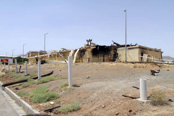Пожар повредил здание ядерной установки в Иране. Там говорят: опасности нет