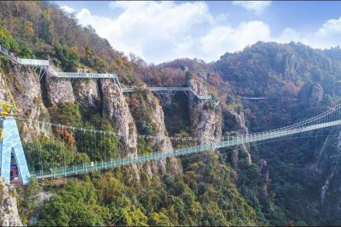 Самый длинный стеклянный мост откроют вКитайской народной республике