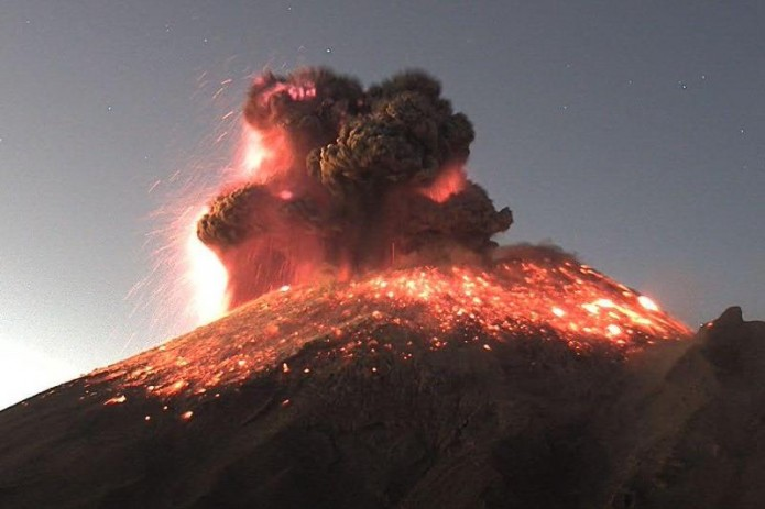 В Мексике произошло извержение самого активного вулкана в стране