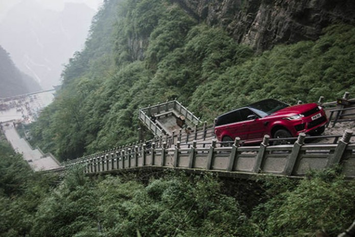 Daring racer drives up stairs to Heaven's Gate in China