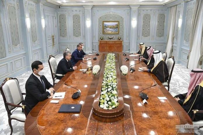 Президент Узбекистана принял министра инвестиций Саудовской Аравии
