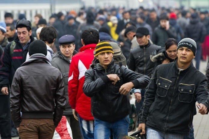 Более 22 тысяч граждан Узбекистана уехало работать в Россию с начала года
