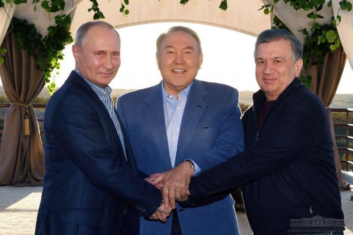 Президенты Узбекистана, Казахстана и России провели неформальную встречу в Сарыагаше