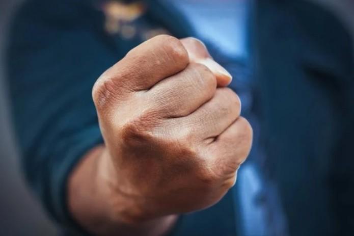 В Сурхандарье арестовали замдиректора школы на 15 суток. Он скандалил с соседом  в полуголом виде