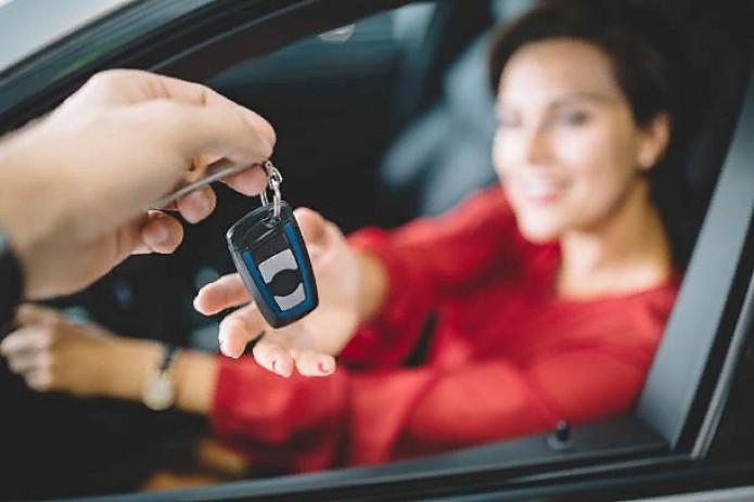 Близким родственникам разрешили управлять автомобилем без доверенности