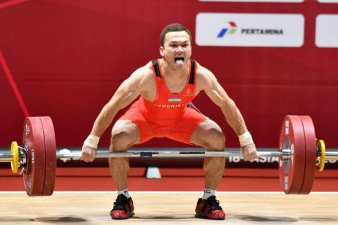 Адхамжон Эргашев установил мировой рекорд на ЧМ по тяжелой атлетике