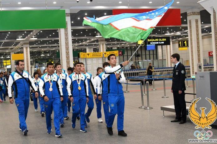 Юных олимпийцев Узбекистана торжественно встретили в аэропорту