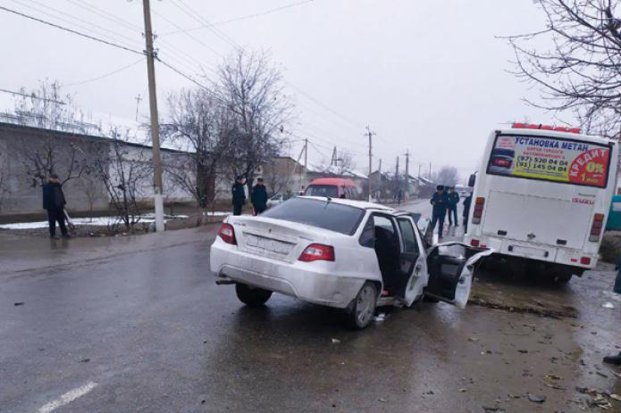 В Наманганской области автомобиль столкнулся с автобусом. Есть жертвы