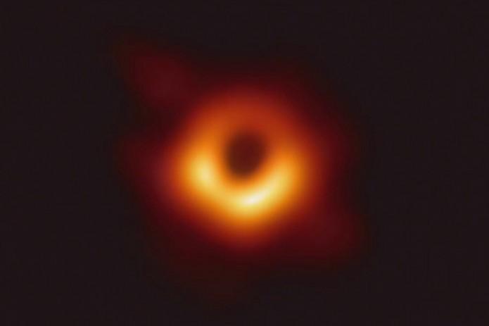 Получено первое в истории изображение черной дыры