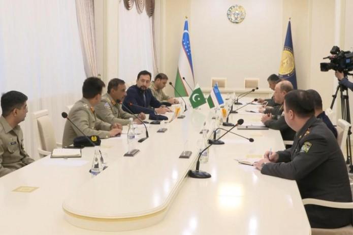 Министр обороны встретился с главой генштаба сухопутных войск Пакистана