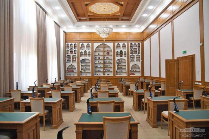 Шавкат Мирзиёев посетил школу творчества имени Абдуллы Кадыри