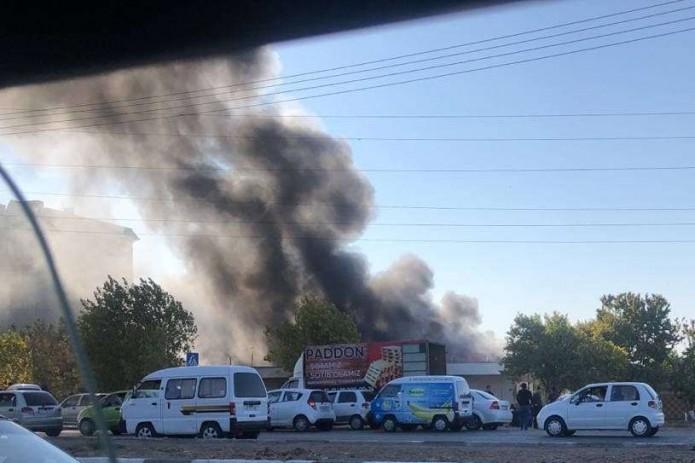 В Ташкентской области загорелся цех по производству мебели
