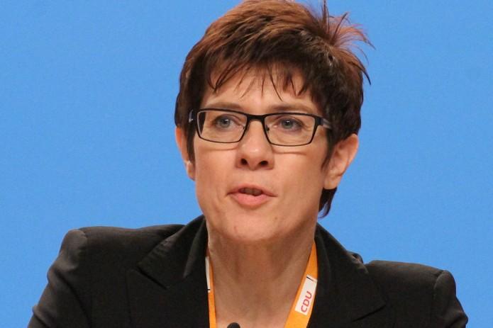 Преемницей Меркель стала Крамп-Карренбауэр