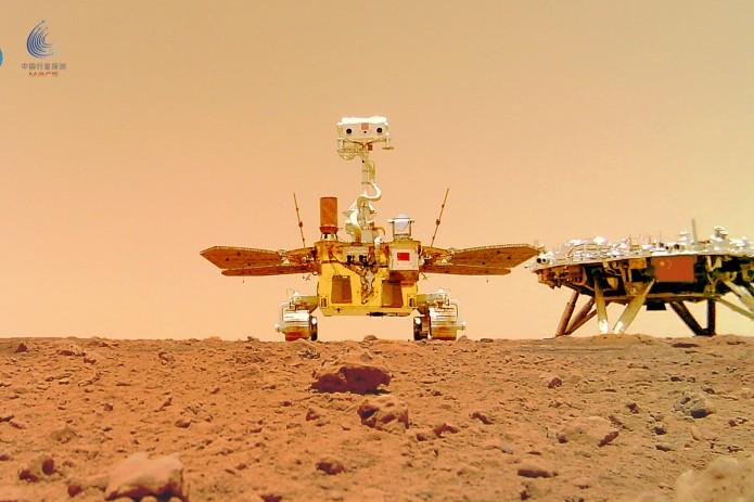 Обнародованы первые снимки китайского марсохода «Чжужун» с Марса