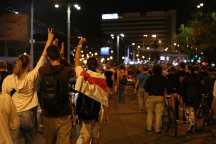 Четвертый день протестов в Беларуси: в МВД Беларуси признали, что стреляли на поражение по протестующим