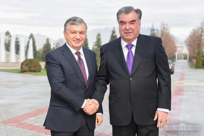 Шавкат Мирзиёев поздравил Эмомали Рахмона и народ Таджикистана с 30-летием независимости