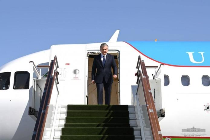 Шавкат Мирзиёев прибыл в Самаркандскую область для встречи с избирателями
