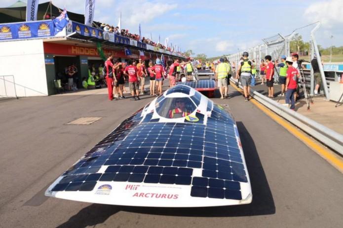 ВАвстралии стартовали гонки авто насолнечных батареях