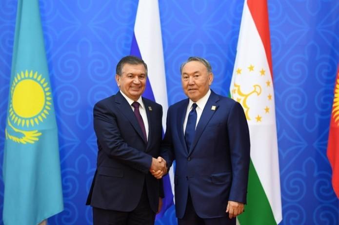 Шавкат Мирзиёев поздравил Нурсултана Назарбаева с днем рождения
