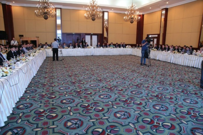 International banking roundtable underway in Tashkent